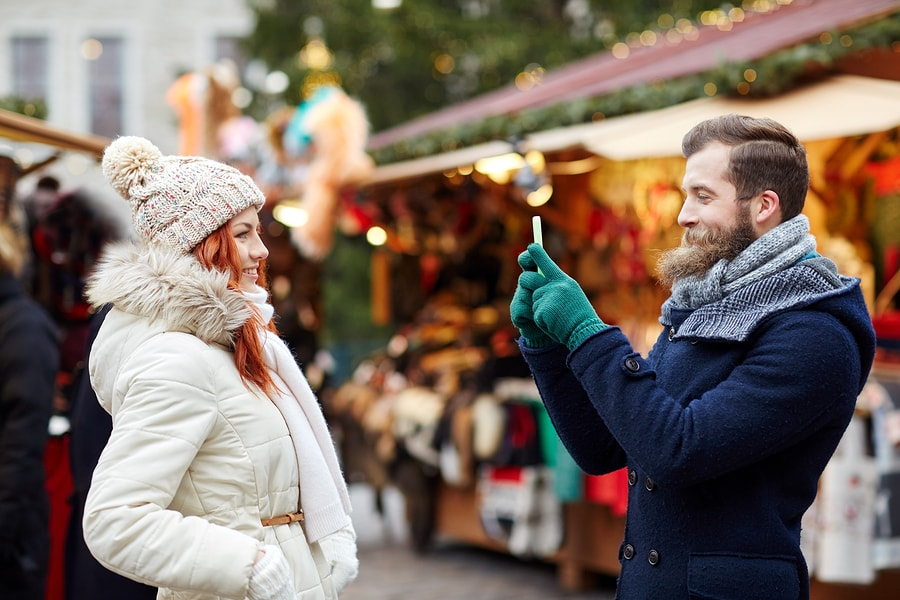 5 Ways to Meet a New Guy During the Holidays