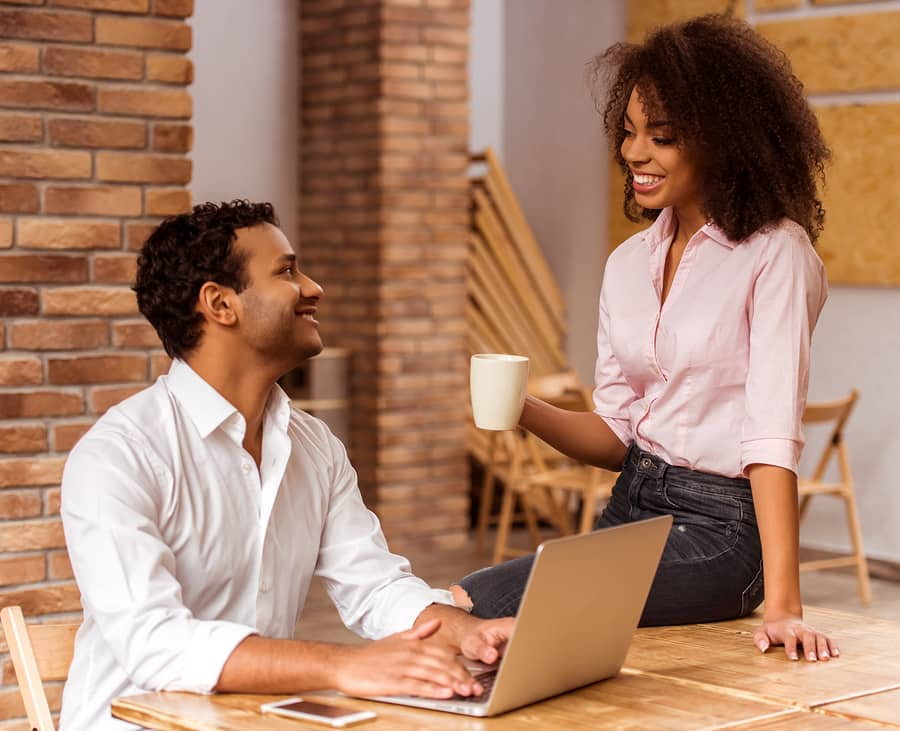 How Working Long Hours Really Effects Your Relationship Life