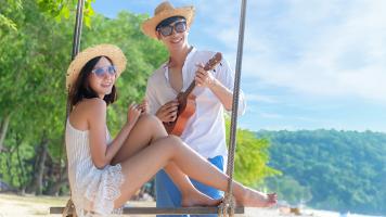 Romantic-lifestyle-asian-couples