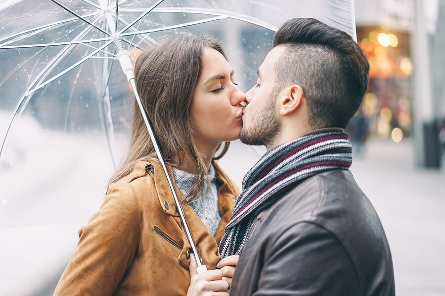 8 Fun Ideas for A Romantic Couple Photoshoot